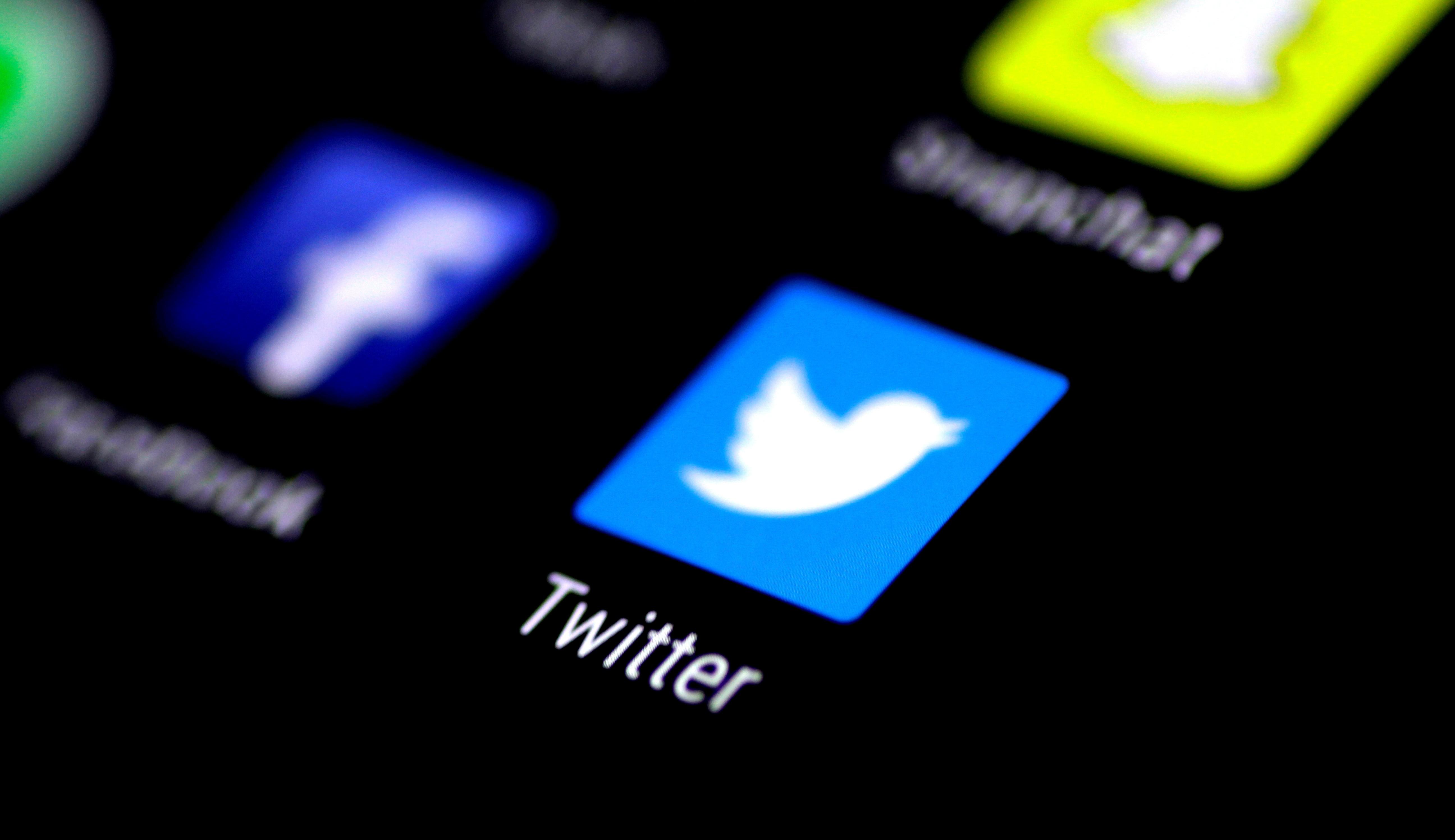 Twitter experimenta opção para 'reprovar' respostas a tuítes no iPhone